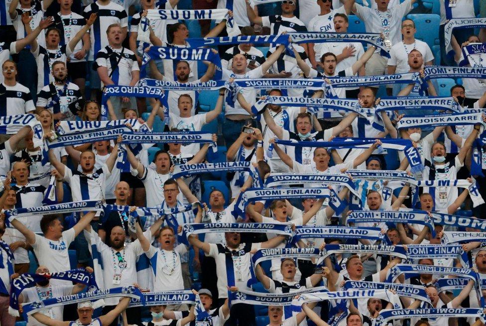 Aficionados de la selección de Finlandia.