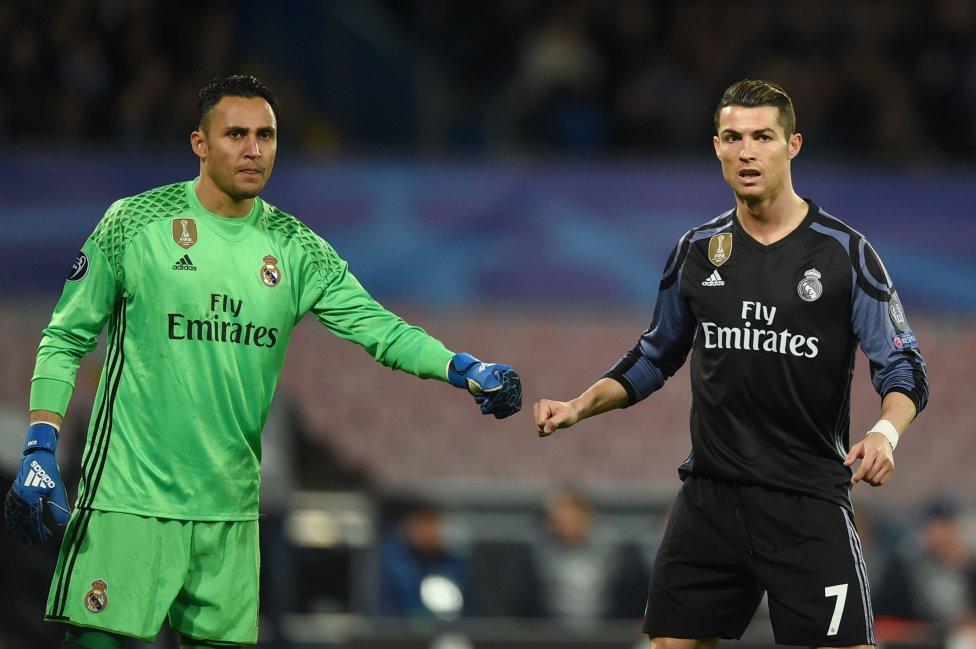 El meta costarricense coincidió con Cristiano Ronaldo en el Real Madrid durante cuatro temporadas, ganando tres Champions de forma consecutiva. Esta temporada comparte vestuario con Leo Messi en el PSG.