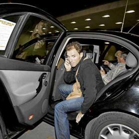 <b>EN RUTA. </b>Alejandro Valverde llegó anoche al hotel de Barcelona donde se concentró la Selección. Hoy sale hacia a Stuttgart con el resto de sus compañeros.