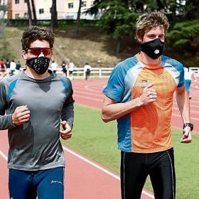 Los triatletas españoles llevarán máscaras a Pekín