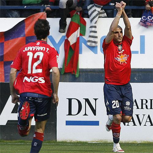 Osasuna acaricia la permanencia con los goles de Aranda y Vadocz