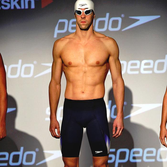 Phelps presenta el bañador que usará en Londres 2012