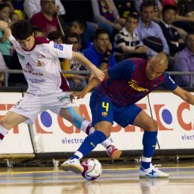 El Barça mantiene abierta la lucha por el liderato