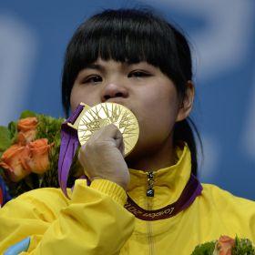 Oro con r  233 cord mundial para Chinshanlo en 53 kilosIulia Paratova