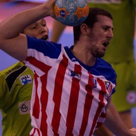 Tres paradas de García hacen líder al Atlético
