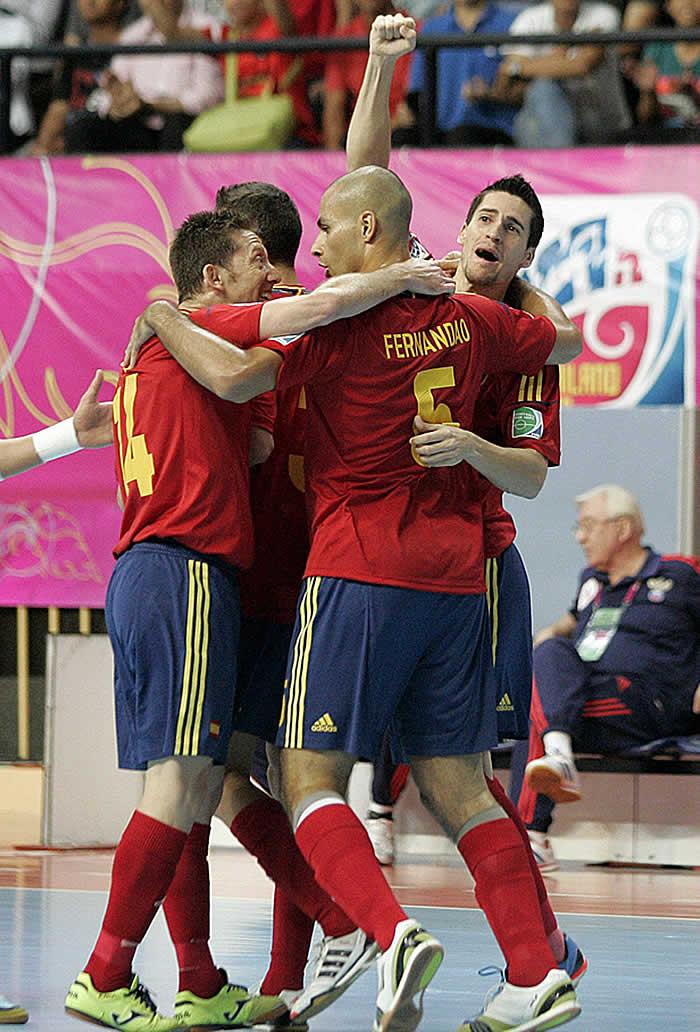 España a las semifinales con Juanjo como héroe
