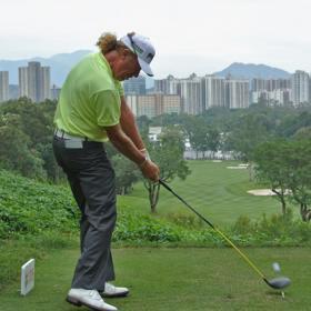 Jiménez es líder y aspira a su tercera corona en Hong Kong