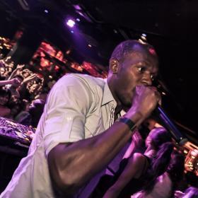 Usain Bolt, estrella de la pista de baile y Dj por un día