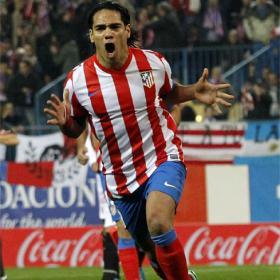 Radamel Falcao dio al Atlético dos títulos europeos en 2012