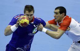 El campeón debuta con una trabajada victoria ante Túnez