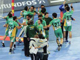 Brasil cumple sin brillo y se clasifica como tercera de grupo