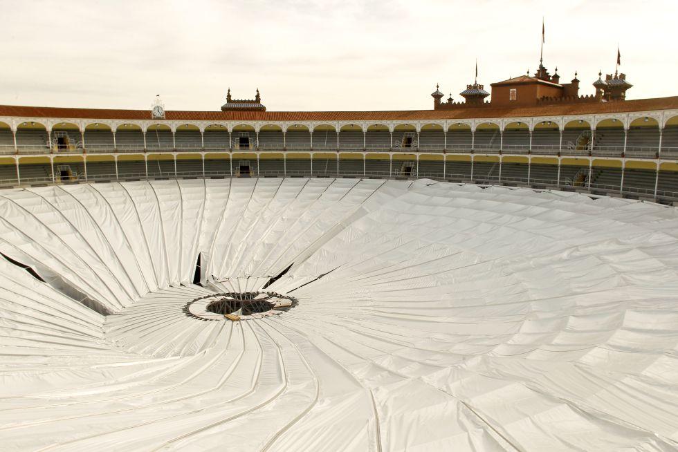 Se cae la cubierta de Las Ventas, sede del baloncesto en M-2020