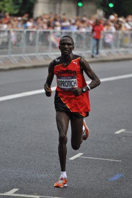 Kiprotich, campeòn olímpico de maratón, superó a Castillejo