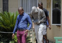 Oscar Pistorius es acusado de asesinar a su novia a tiros