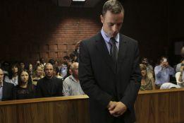 Pistorius no se entrena por respeto a la familia de su novia