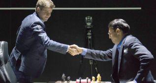 Magnus Carlsen logra tablas ante las blancas de Anand