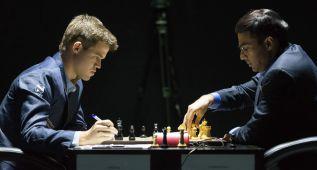 Anand resucita con un triunfo sobre Carlsen en 34 jugadas