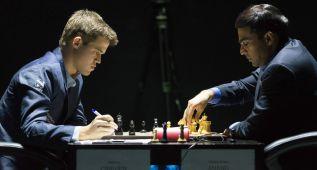 Carlsen y Anand firman tablas tras una partida apasionante