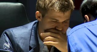 Carlsen y Anand firman tablas en una corta novena partida