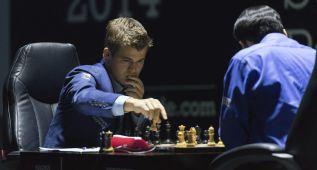 Magnus Carlsen podría revalidar su corona hoy ante Anand