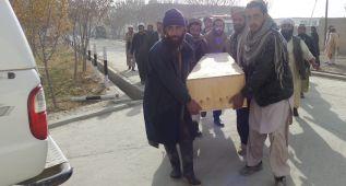 Aumentan a 57 los muertos en ataque suicida en Afganistán