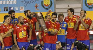 España reacciona a tiempo para imponerse a Polonia