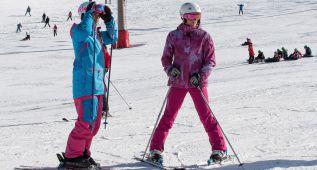 Mireia Belmonte aprende a esquiar en Sierra Nevada