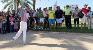 McIlroy camina en Dubai hacia la primera victoria de 2015