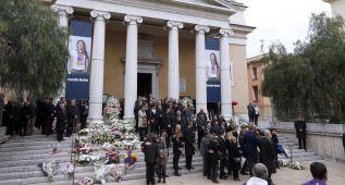 Recuerdo a las víctimas del avión en el entierro de Muffat