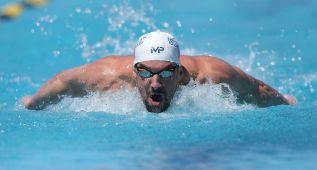 Phelps hace la mejor marca de las series en su regreso