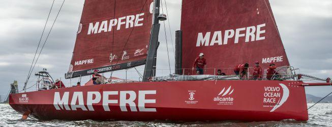 El ' Mapfre' lidera cuando se ha tomado rumbo a mar abierto