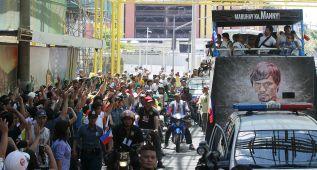 Pacquiao es recibido como un héroe a su llegada a Manila
