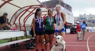 Una ciega de 17 años logra el bronce al saltar 3,50 en pértiga