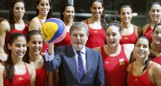 Iñigo Méndez de Vigo visitó el CAR de Madrid y la Blume