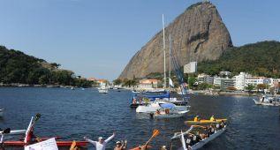 Un desfile de barcos protesta contra la contaminación