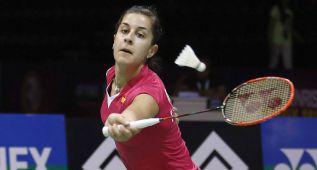 Carolina Marín gana sufriendo en su debut mundialista