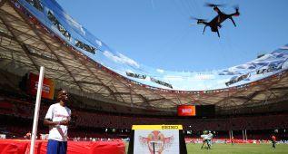Mo Farah vuela un drone en la víspera de su desafío histórico