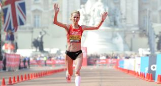 Shobukhova podrá competir tras rebajarse su sanción