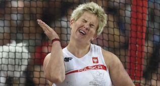 Wlodarczyk gana el martillo con récord de los Mundiales