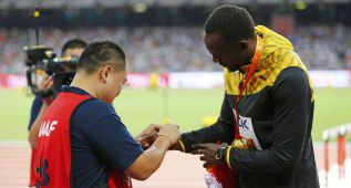 Bolt se reencontró con el cámara que le atropelló