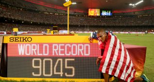 Eaton gana el oro en decatlón con récord mundial: 9.045 p