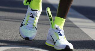 A Kipchoge se le salieron las plantillas en plena maratón