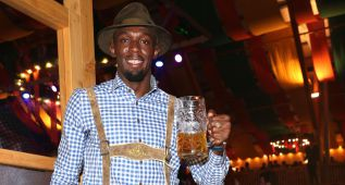 Usain Bolt no quiso perderse el 'Oktoberfest' de Múnich