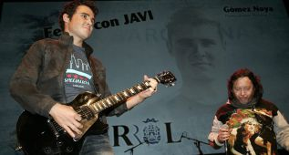 Gómez Noya tocó un tema de AC/DC ante su gente en Ferrol