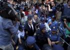 Pistorius sale de prisión; queda bajo arresto domiciliario