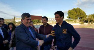 Cardenal dará 30.000 euros al Centro donde se entrena López