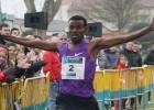 Javi Guerra y Trihas Gebre suben al podio con los africanos