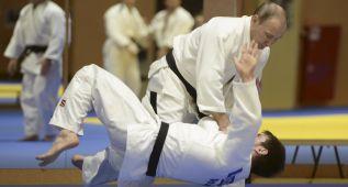 Putin entrenó con los judocas rusos sin que se dejaran ganar