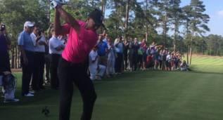Tiger Woods jugó sus primeros hoyos después de su lesión