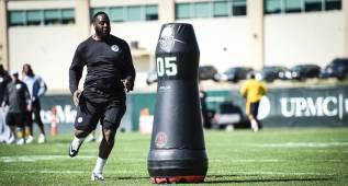 Los Steelers preparan la temporada con robots
